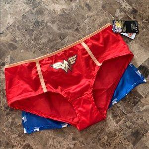 Wonder Woman panty with cape size L/XL